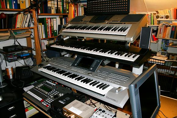 http://www.philos60.de/Philos60_-_Homestudio_Oct.2006_580x387_02.JPG